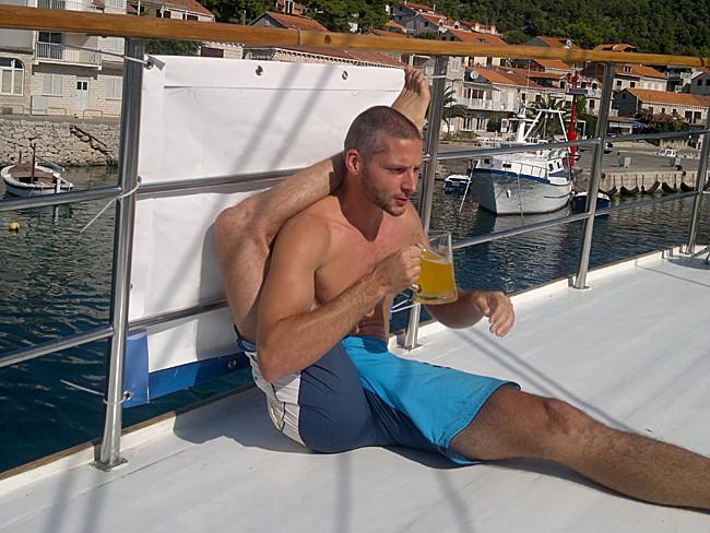 Jógové hrátky na palubě (Jóga v Chorvatsku)